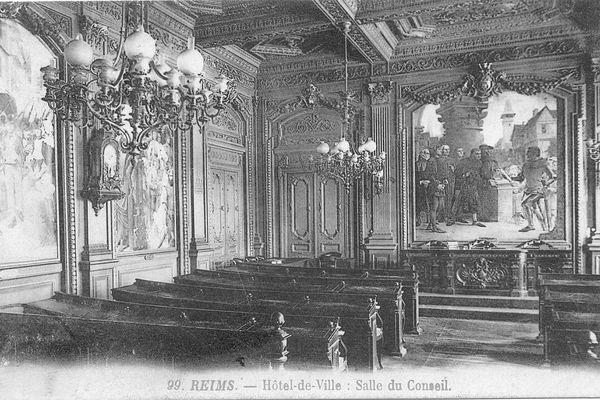 La salle du Conseil Municipal, avant l'incendie de 1917.
