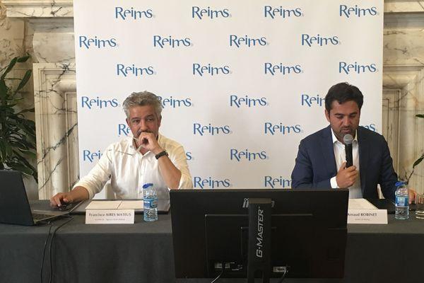 L'architecte retenu pour le projet de rénovation du musée des Beaux-Arts, Francisco Aires Mateus, à gauche, avec le maire (LR) de Reims, Arnaud Robinet.