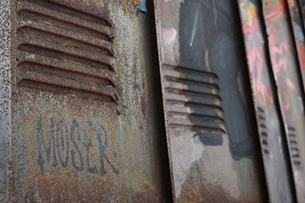 """Si les artistes sont connus, pourquoi ont-ils signé """"Moser"""" ?"""