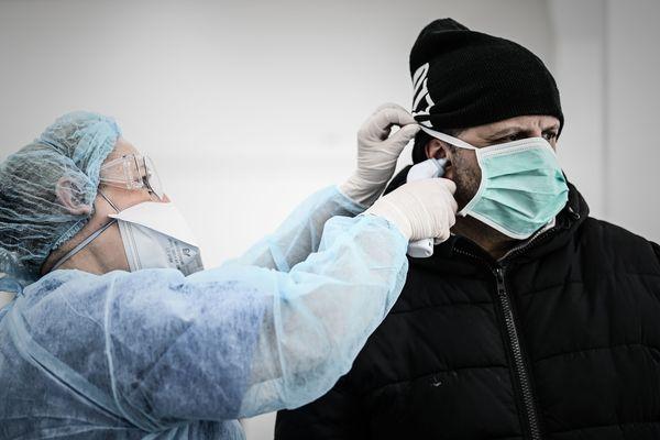 Tous les types de masques doivent être jetés après quelques heures d'utilisation.