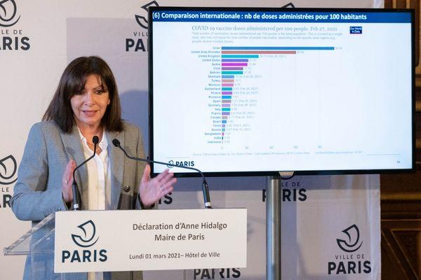 Anne Hidalgo, maire (PS) de Paris, lors d'une conférence de presse le 1er mars 2021.