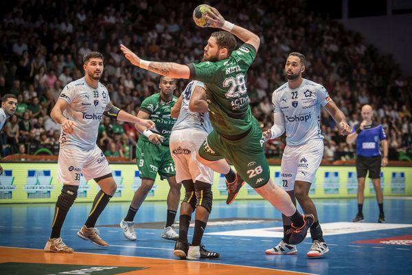 à défaut de pouvoir retrouver leur chaudron du Parnasse à Nîmes, les joueurs de l'USAM proposent des entraînements directement sur les réseaux sociaux.