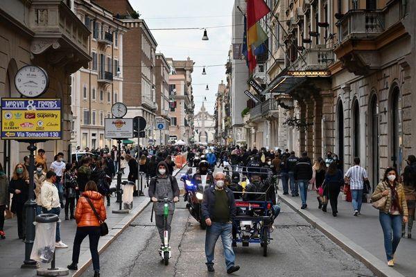 Italie : pour relancer la consommation avant Noël, l'État va rembourser 10% des achats par Carte bancaire