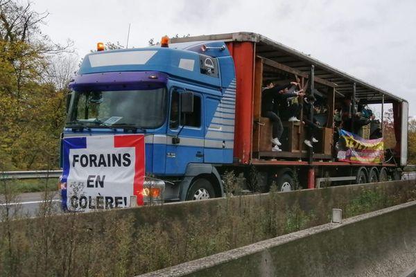 Les forains bloquent l'autoroute A4 ce jeudi 29 octobre pour protester contre l'annulation du marché de Noël de Strasbourg.