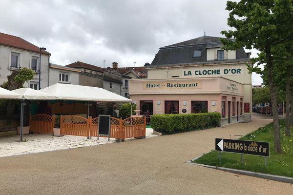 De nombreux restaurants, comme La Cloche d'Or à Verdun (Meuse), attendront avant d'ouvrir. Ils veulent être sûrs que les clients pourront être au rendez-vous.