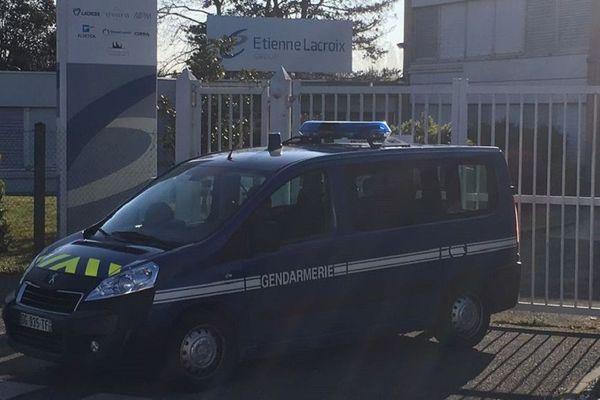 Un fourgon de gendarmerie bloquait l'entrée du siège social du groupe Etienne Lacroix