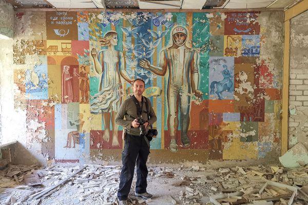 Laurent Michelot photographe, dans ce qu'il reste de la ville de Pripiat.