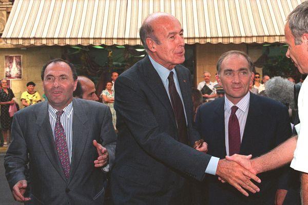 Nîmes - Valéry Giscard d'Estaing au congrés de l'UDF avec Jacques Blanc (à gauche) et Charles Millon - 24 septembre 1991.