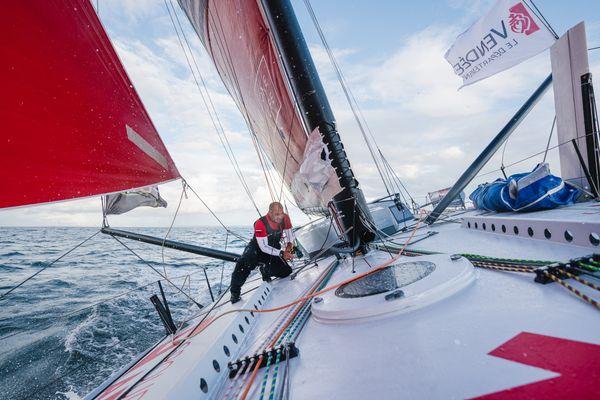 Damien Seguin à bord de son Imoca Groupe APICIL. Le skipper nantais changera pour un bateau équipé de foils en 2022.
