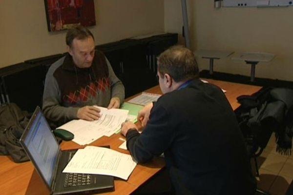 Un conseiller fiscal est présent dans les locaux de l'Association des Frontaliers d'Alsace et de Lorraine