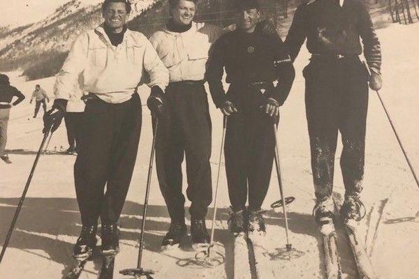 Jean Marais au ski à Megève en 1960.