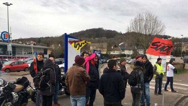 Ce rassemblement a pour but de dénoncer les conditions de travail dans la grande distribution. Notamment au magasin Leclerc de Vandoeuvre-les-Nancy.