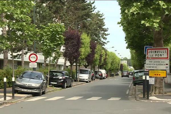 Le boulevard Polangis sépare les deux villes du val de Marne.