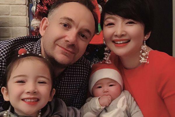 La famille française attend son rapatriement de Wuhan épicentre en Chine de l'épidémie de coronavirus.