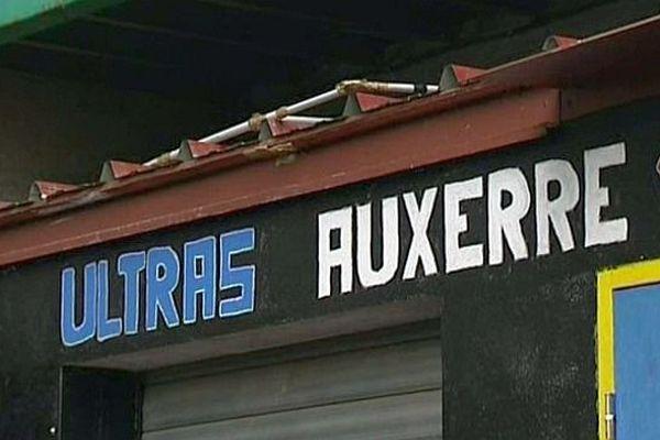L'association de supporters « Ultras Auxerre 1990 » dénonce l'incohérence de la programmation de la rencontre Auxerre-Dijon comptant pour les 16es de finale de la Coupe de France.