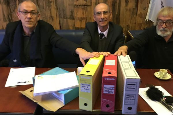 Les 100 000 signatures recueillies par Bretagne Réunie tiennent dans 11 dossiers comme ceux-ci