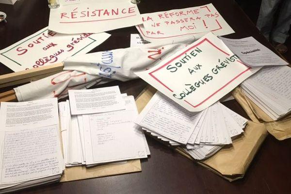 Copies de bac conservées par des enseignants grévistes, jeudi 4 juillet 2019 à Nancy (Meurthe-et-Moselle).