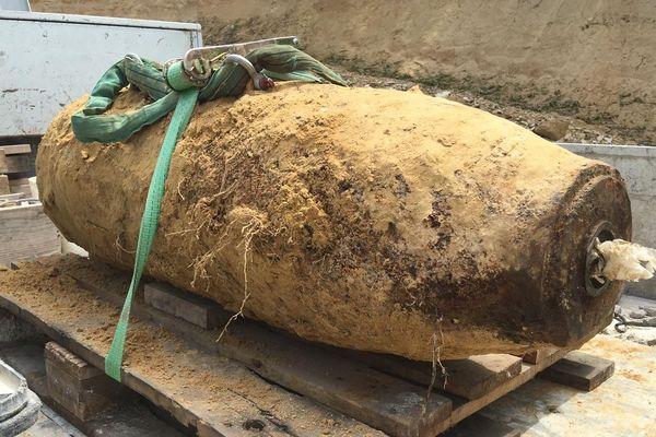 La bombe de la Seconde Guerre mondiale déterrée à Gourrieux (Oise), ce 18 juin 2019.