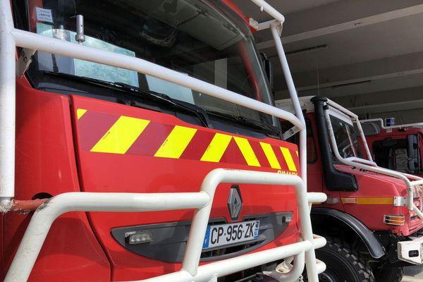 Véhicules de pompiers au centre de secours