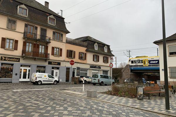 Dans le quartier Port du Rhin, ça sent les égouts certains jours. Derrière la voie ferrée, les odeurs sont différentes : oeuf pourri ou blé fermenté, selon les jours.