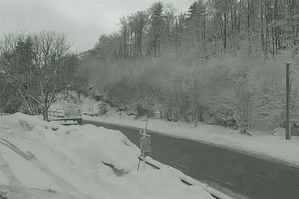 15/03/13 - 8h45, Le col de Vizzavona, bien qu'enneigé est ouvert à tous les véhicules.