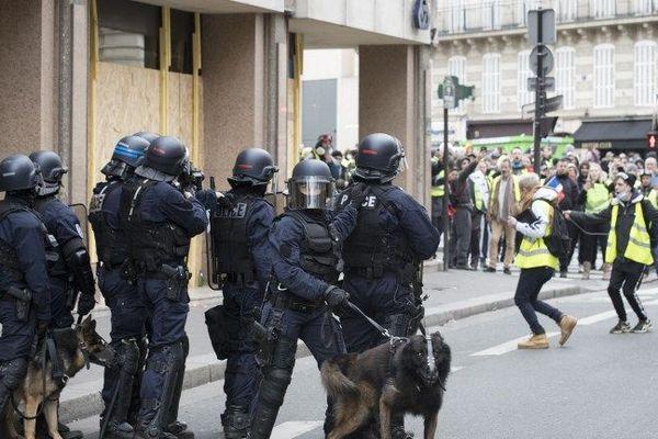Les forces de l'ordre déployées à Paris lors de la mobilisation des Gilets jaunes le samedi 8 décembre.