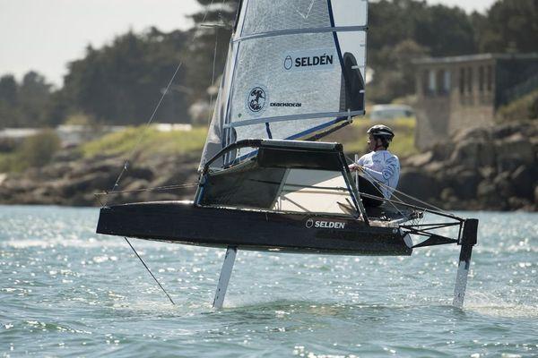 """Les foils permettent au voilier de """"voler"""" au-dessus de l'eau"""