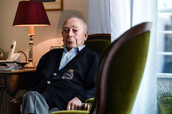 Georges Ménage chez lui à Saint-Brieuc se souvient du jour du débarquement