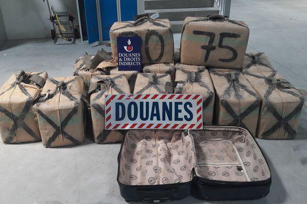 497 kilos de cannabis saisis le 18 juillet par les douanes d'Arcachon.