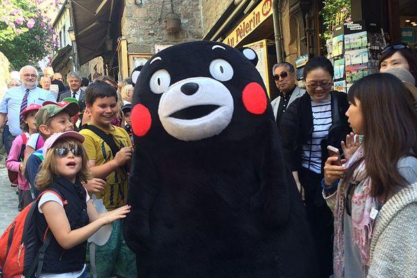 La star des mascottes japonaises, Kumamon, est au Mont-Saint-Michel ce mardi