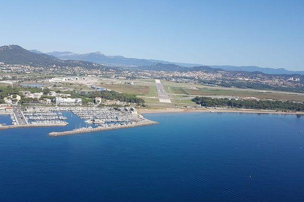 A l'approche de l'aéroport de Toulon Hyères.