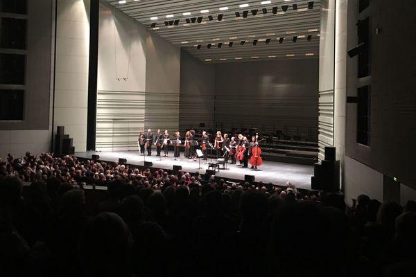 La grande salle ovationne le prodige serbe du violon Némanja Radulovic