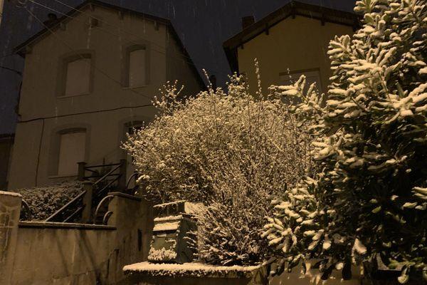 A Albi, dans le Tarn, la neige a commencé à recouvrir la végétation.