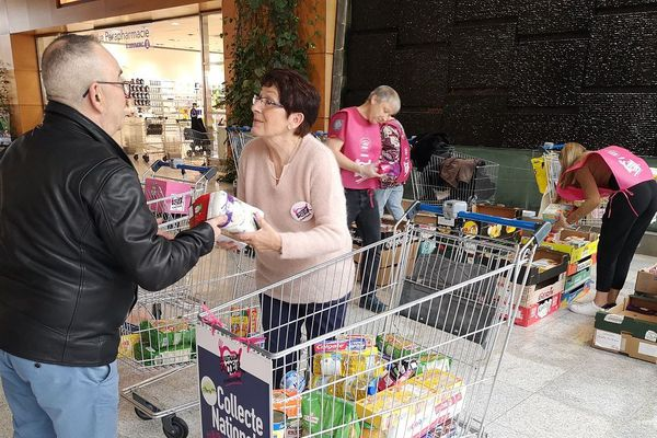 Dans le Puy-de-Dôme, les dons sont au rendez-vous pour la collecte des Restos du Coeur ce samedi 7 mars.