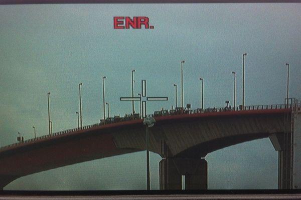 Ce vendredi à 13h00, des tracteurs bloquent le Pont de Cheviré