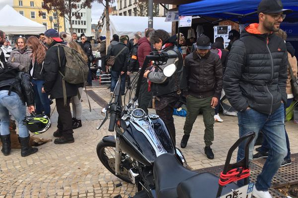A Clermont-Ferrand, place de Jaude, lundi 11 novembre, les bikers se sont mobilisés pour les plus démunis.