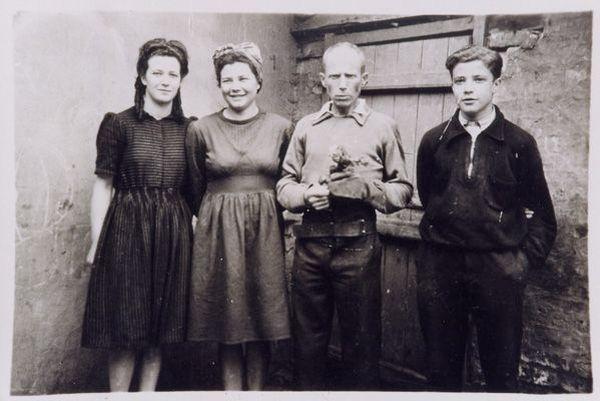 Norbert Fillerin, ses filles Geneviève et Monique, son fils Gabriel.