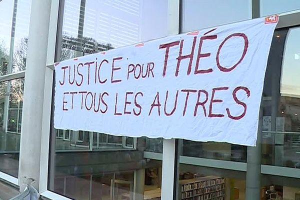 Nîmes - rassemblement de lycéens pour la défense de Théo - février 2017.