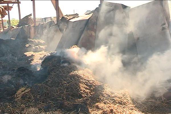 En fin de matinée jeudi 20 septembre, un incendie a détruit tout le stock de fourrage pour l'hiver du centre équestre de Baudonvilliers (Meuse)