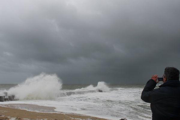 La tempête Carme touche aussi la Loire-Atlantique, ici Batz-sur-Mer.