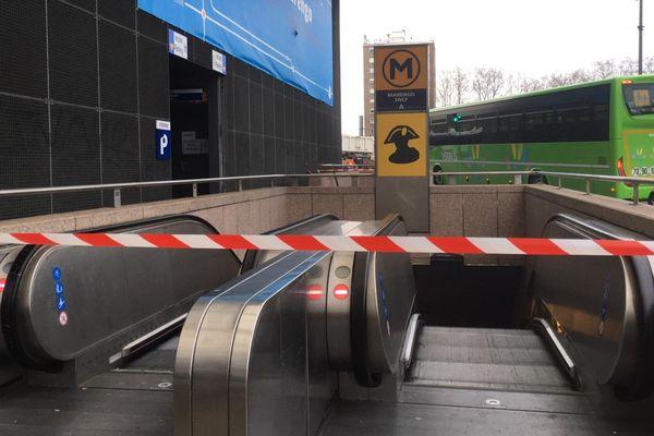 Le trafic de la ligne A du métro est interrompu dans les deux sens jusqu'à nouvel ordre après un incendie.