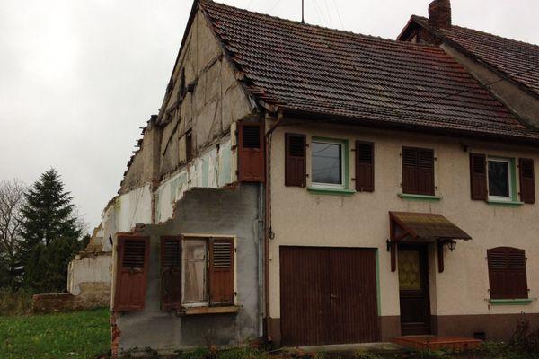 Les maisons de la commune situées en zone rouge ont perdu une grande partie de leur valeur.