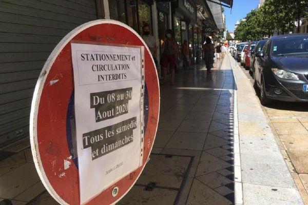 A Vichy (Allier), la rue Clémenceau, rue commerçante du centre-ville, sera fermée à la circulation tous les week-ends du mois d'août.