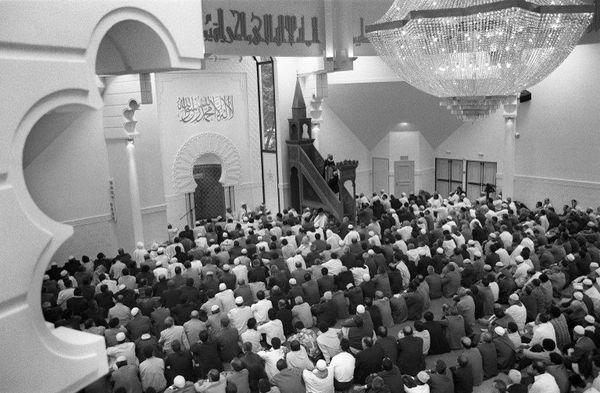 Première prière à la mosquée de Lyon, inaugurée en 1994