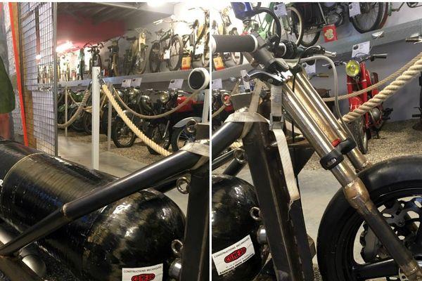Le tricycle sur lequel François Gissy trouve la mort en 2018, exposé à la Grange à Bécanes