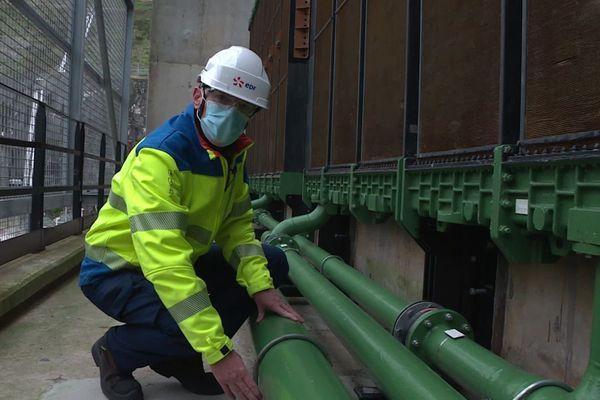 """La tuyauterie des moteurs diesels était gagnée par la corrosions. Les travaux très complexes ont été réalisés par une équipes de 80 personnes au cours de l'hiver 2020, """"malgré une météo dantesque"""""""