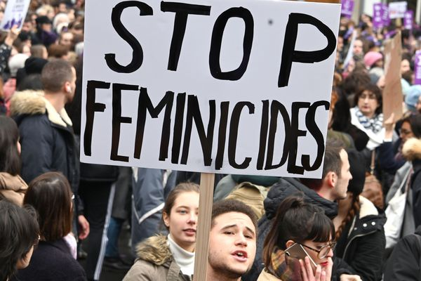 "Une pancarte ""Stop féminicides"" lors de la marche du 23 novembre - Photo d'illustration"