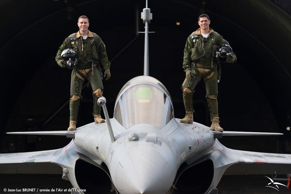 "Un nouveau pilote pour le ""Rafale Solo Display"" : Jérome Thoule et son coach Sébastien Nativel"