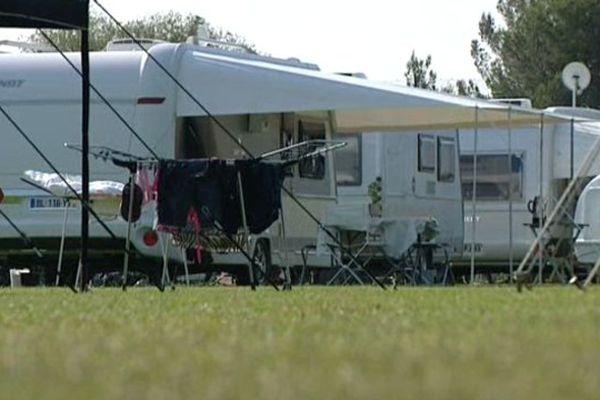 Montpellier : le centre d'entraînement du MHSC à Grammont envahit par 150 caravanes de Roms - 8 juillet 2013.
