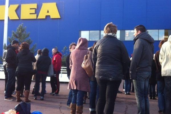 Une quarantaine d'employés ce matin devant le magasin de Nantes